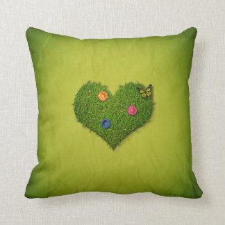 Romantisches Gras-Herz - quadratisches Kissen