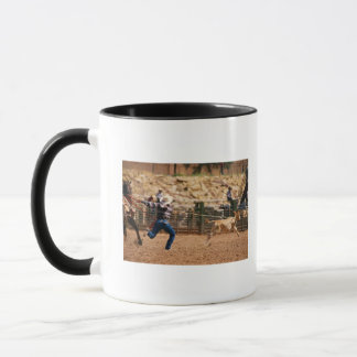 Roping Kalb des Cowboys im Rodeo Tasse