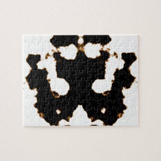 Rorschach Test einer Tinten-Fleck-Karte auf Weiß Puzzle