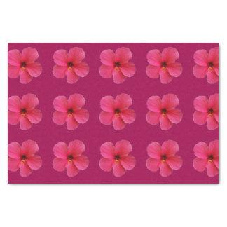 rosa Blume auf lila Seidenpapier