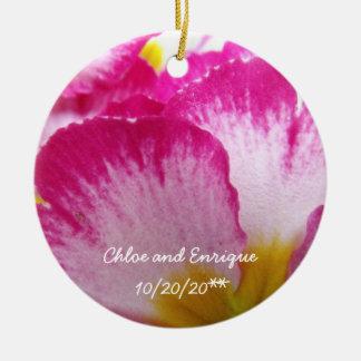 Rosa Blumen-personalisierte Hochzeit Rundes Keramik Ornament