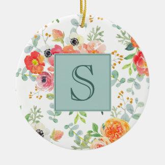 Rosa Blumen- und Grün auf weißem Monogramm Keramik Ornament