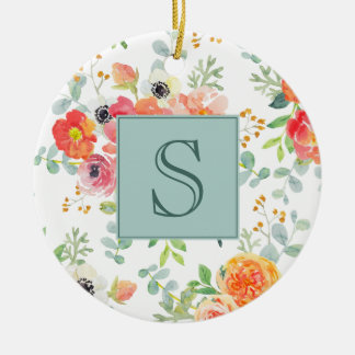 Rosa Blumen- und Grün auf weißem Monogramm Rundes Keramik Ornament