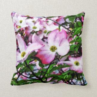 Rosa Hartriegel-Blüten Kissen