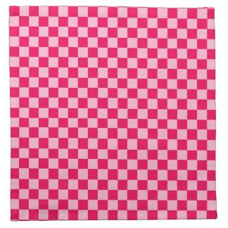 Rosa Kombinations-klassisches Schachbrett durch Serviette