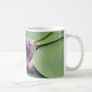 Rosa Lotos-Blumen-Foto-klassische weiße Tasse