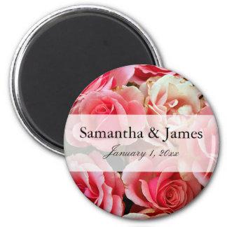 Rosa Rosen-Blumenstrauß-personalisierte Hochzeit Runder Magnet 5,7 Cm