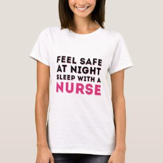 Rosa schwarzer Sassy Krankenschwester-Spaß T-Shirt
