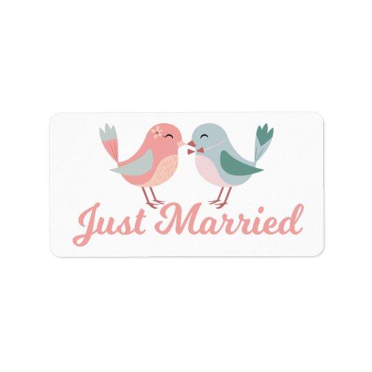 Rosagerade verheiratete Lovebirds, die Mitteilung Adressetikett