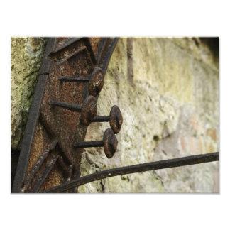 Rostige Buttone auf alter Wasser-Mühle Fotodruck