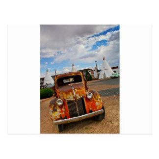 Rostiges Vintages Auto Postkarte