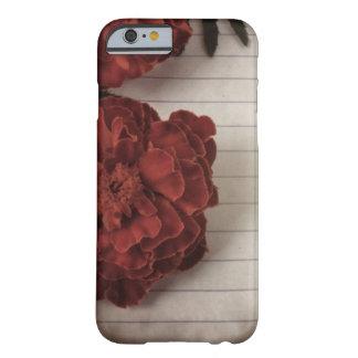 Rote Blume auf verblaßtem gezeichnetem Papier Barely There iPhone 6 Hülle