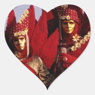 Rote Kostüme am Karneval von Venedig, Italien Herz-Aufkleber