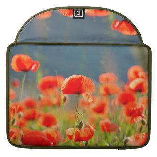 Rote Mohnblumen-Mohnblumen-Blumen-blauer Himmel Sleeve Für MacBooks