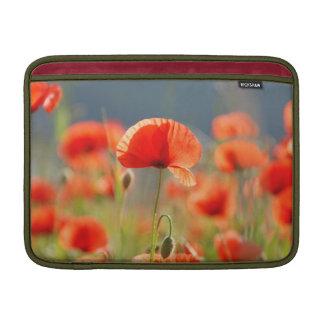 Rote Mohnblumen-Mohnblumen-Blumen-blauer Himmel Sleeve Fürs MacBook Air