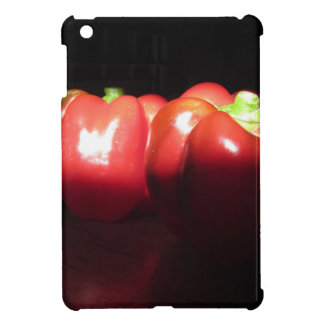 Rote Paprikaschoten belichtet durch Sonnenschein iPad Mini Hülle