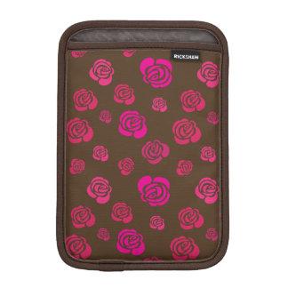 Rote rosa und magentarote Rosen in einem blumigen Sleeve Für iPad Mini