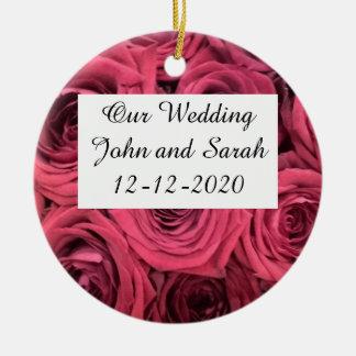 Rote Rosen, die Verzierung wedding sind Keramik Ornament