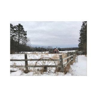 Rote Scheune im Winter auf Leinwand