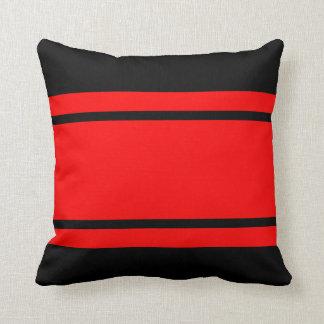 Rote schwarzes Rennen-Streifen addieren Kissen