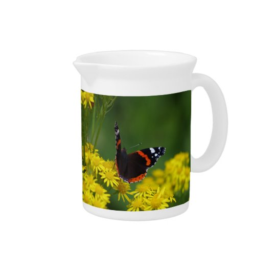 Roter Admirals-Schmetterlings-Krug Krug