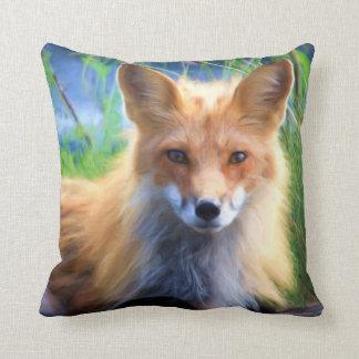 Roter Fox, der in die Gras-landschaftlichen wild Kissen