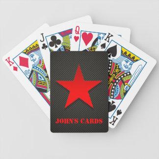 Roter Stern auf schwarzer Kohlenstoff-Faser Spielkarten