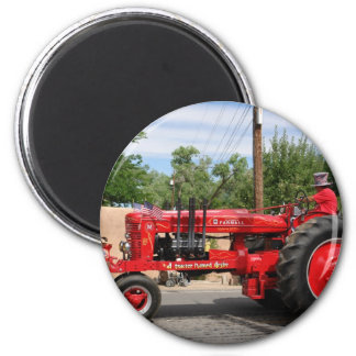 Roter Traktor Runder Magnet 5,7 Cm