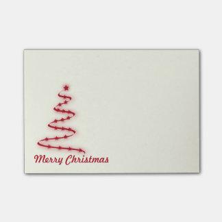 Roter und Elfenbein-Weihnachtsbaum mit Sternen Post-it Klebezettel