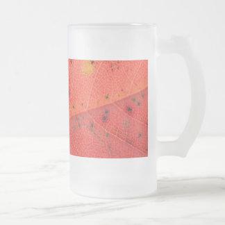 Rotes Blatt-Makro Matte Glastasse