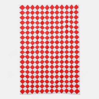 Rotes und weißes Diamant-Muster durch Handtuch