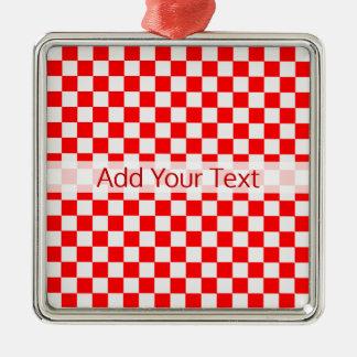 Rotes und weißes klassisches Schachbrett durch Silbernes Ornament