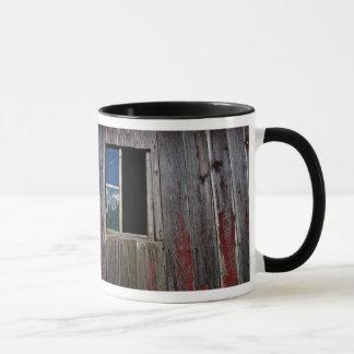 Rustikales hölzernes Scheunen-Fenster - Tasse