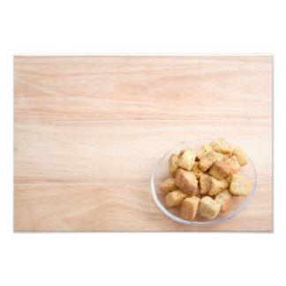 Salat-Croutons auf einer Platte Photographischer Druck