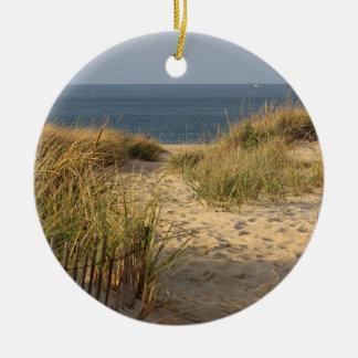 Sanddüne, Dünengras und Strandzaun Rundes Keramik Ornament