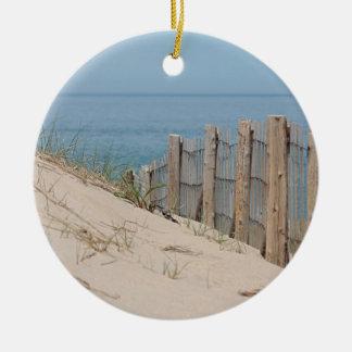 Sanddünen und Strandzaun Rundes Keramik Ornament