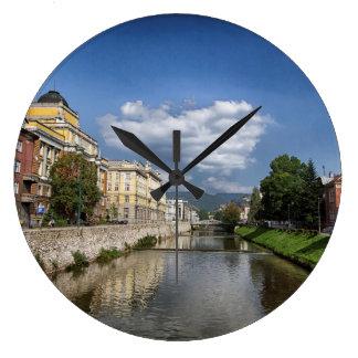 Sarajevo-Stadt, Hauptstadt von Bosnien und Große Wanduhr