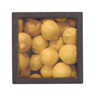 Saure gelbe Zitronen Kiste