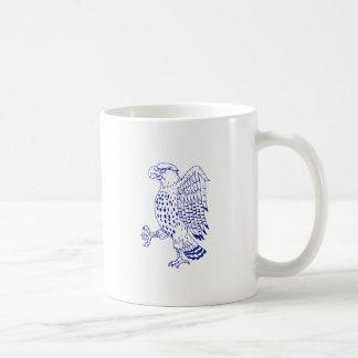 Scharf-shinned Falke-marschierendes Zeichnen Kaffeetasse