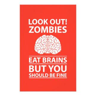 Schauen Sie heraus - Zombies essen Gehirn-Witz Personalisierte Büropapiere
