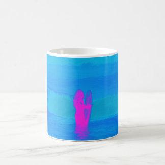Schäumen des Neons Tasse