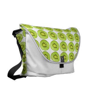 Scheiben der Kiwi-Frucht Kurier Taschen