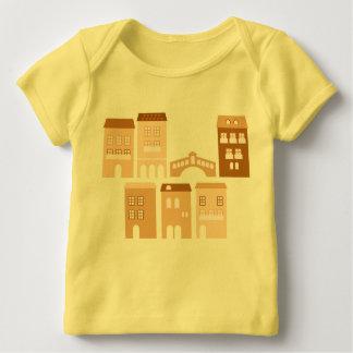 Scherzt Designert-shirt: Gelb mit Häusern Baby T-Shirt
