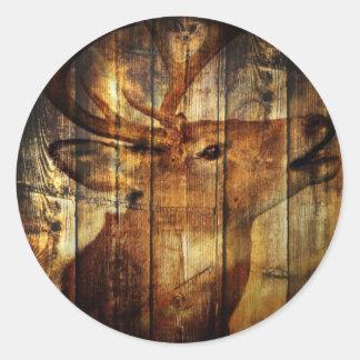 Scheunen-Holz-Weißwedelhirsch des Outdoorsman Runder Aufkleber