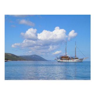 Schiff an der Küste von Hvar, Kroatien Postkarte