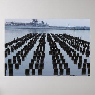 Schlachtschiff USSs New-Jersey auf dem Delaware Poster