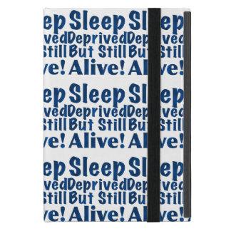 Schlaf beraubt aber noch lebendig in dunkelblauem etui fürs iPad mini