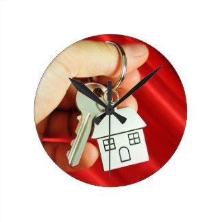 Schlüssel für ein neues Zuhause! Runde Wanduhr