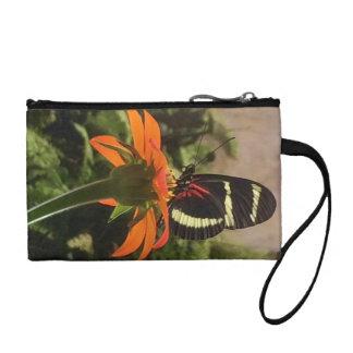 Schmetterling auf Blume Wristletgeldbeutel Münzbörse