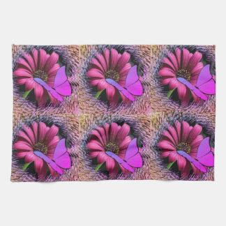 Schmetterling auf Gänseblümchen Handtuch